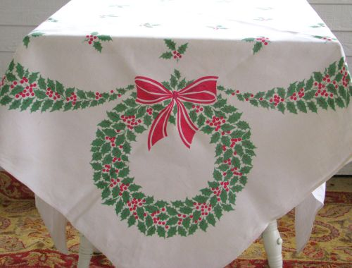 Wreath tablecloth1