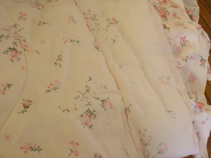 Close_up_of_bedspread